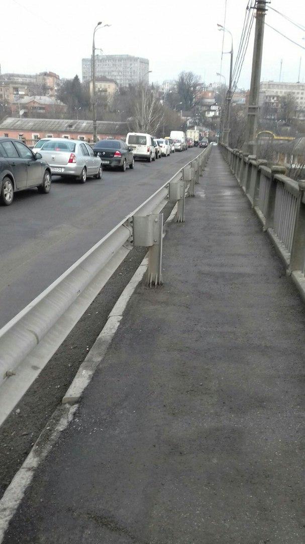 У Вінниці за Центральним мостом