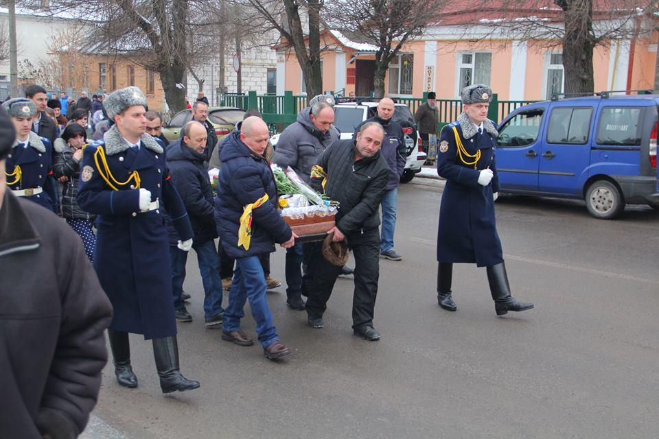 На Вінниччині попрощалися з молодим бійцем, який загинув у зоні АТО (Фото)