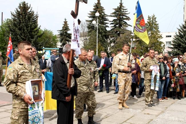 На Вінниччині поховали бійця АТО, який отримав кулю в груди на передовій (Фото)