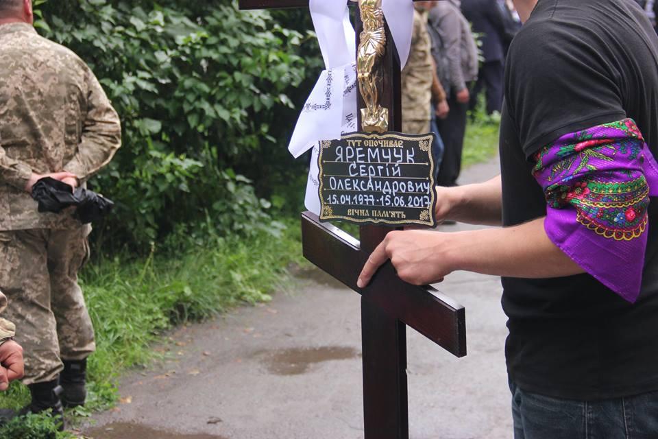У Калинівці поховали бійця АТО, який загинув під Маріуполем (Фото)
