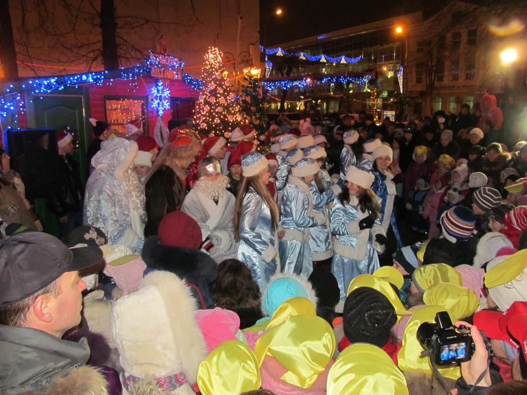 Як у Вінниці відкривали резиденцію Діда Мороза та головну міську ялику