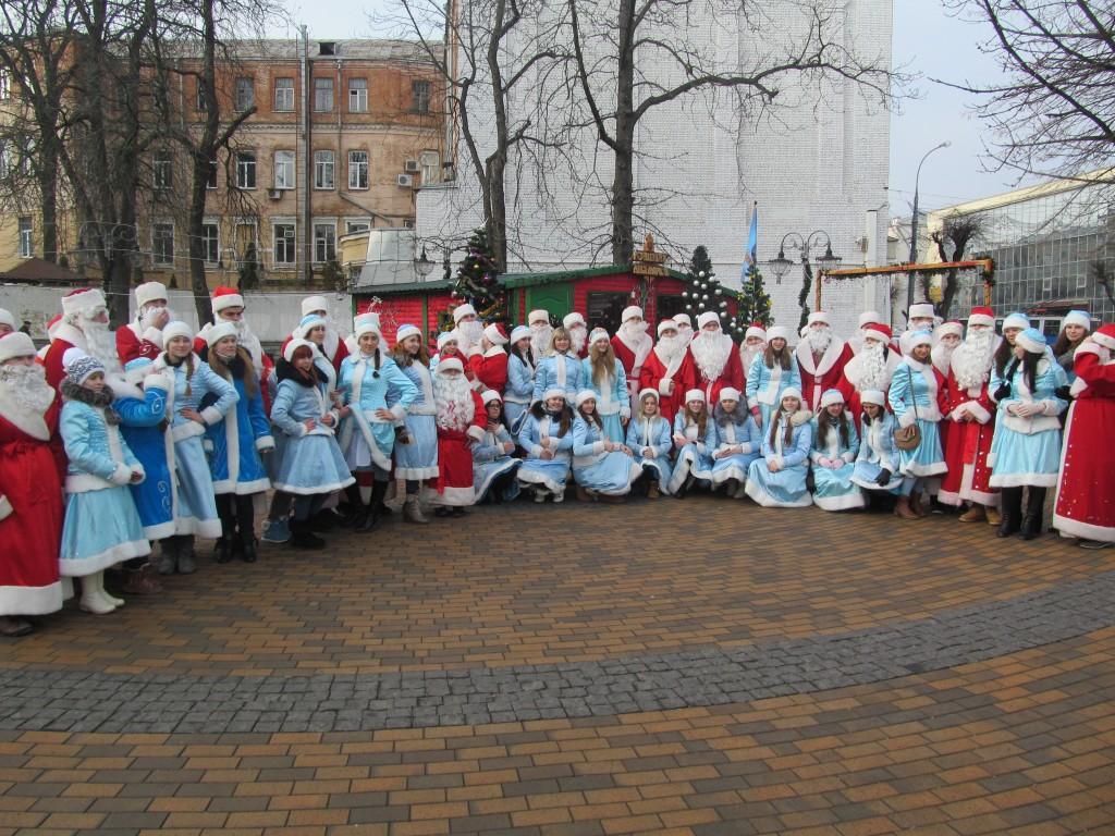 У Вінниці пройшов парад Дідів Морозів та Снігуроньок