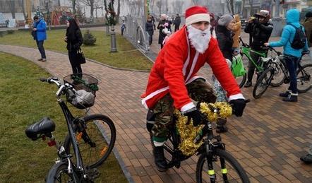 Діди Морози на велосипедах проїхались по Вінниці