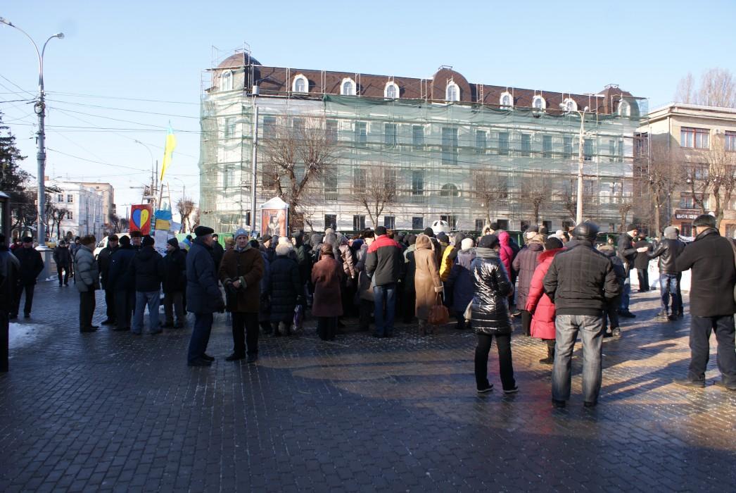 Вінничани знову пікетують облдержадміністрацію та перекривають Соборну