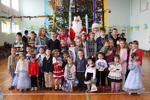 Правоохоронці подарували дітям новорічну казку
