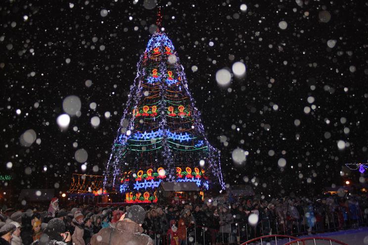У Вінниці вогнем та музикою закрили новорічну ялинку