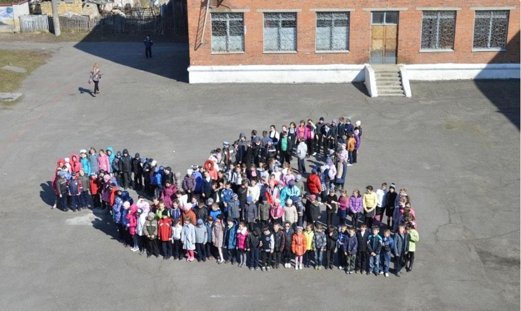 Вінницькі школярі виступили за мир у незвичний спосіб (Фото)
