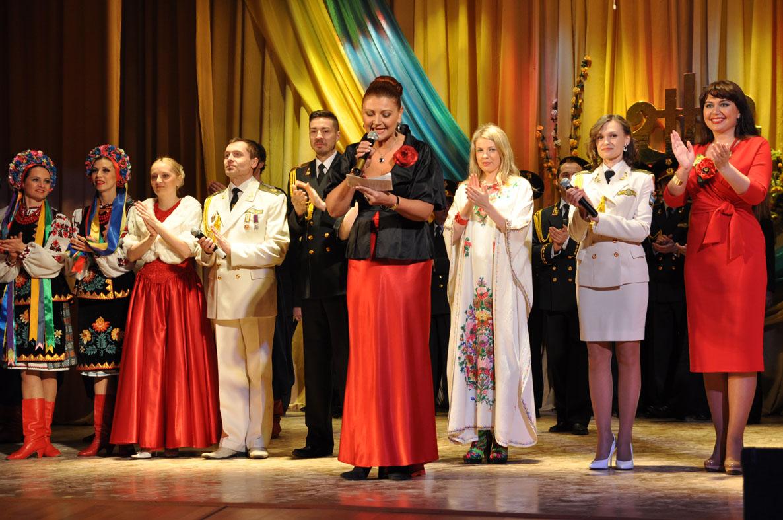 Академічний ансамбель пісні та танцю ЗС України презентував у Гайсині нову концертну програму