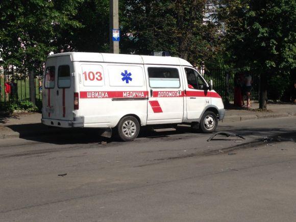 ДТП: На вулиці 40-річчя Перемоги жінки в хлам разбили 2 іномарки