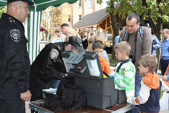 Діти спробували себе в ролі міліціонерів в