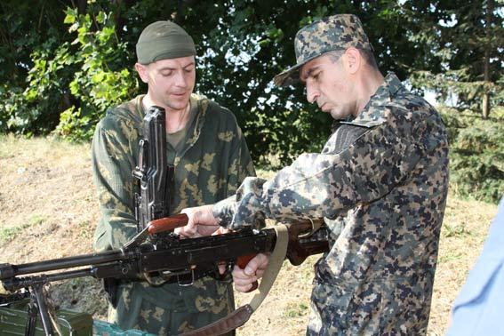 Бійці зведеного загону тренуються перед відправкою в зону АТО