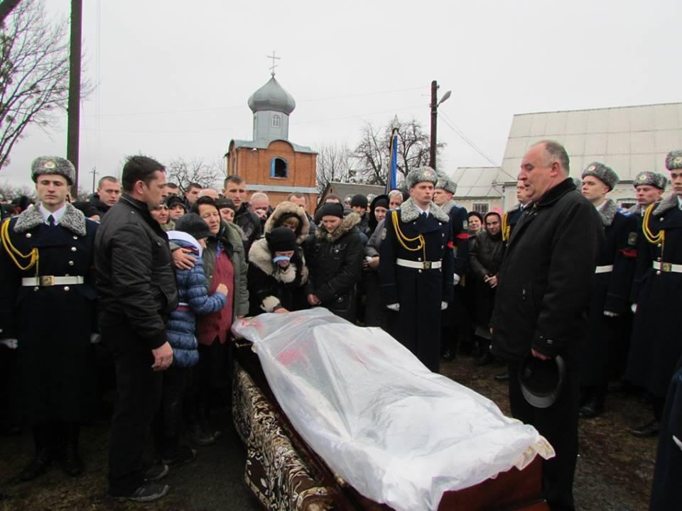 На Вінниччині провели в останню путь бійця, який загинув під Краматорськом (Фото)