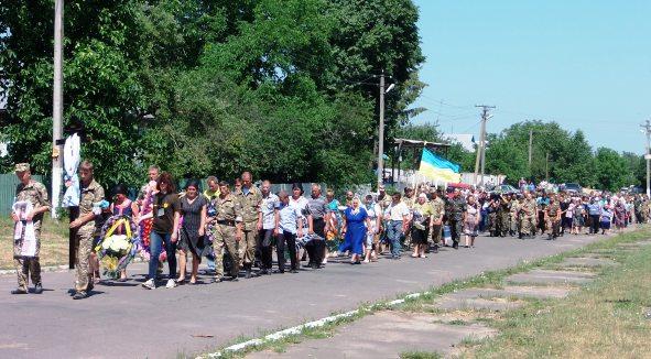 На Вінниччині провели в останню путь бійця, який отримав смертельне поранення поблизу Донецька (Фото)