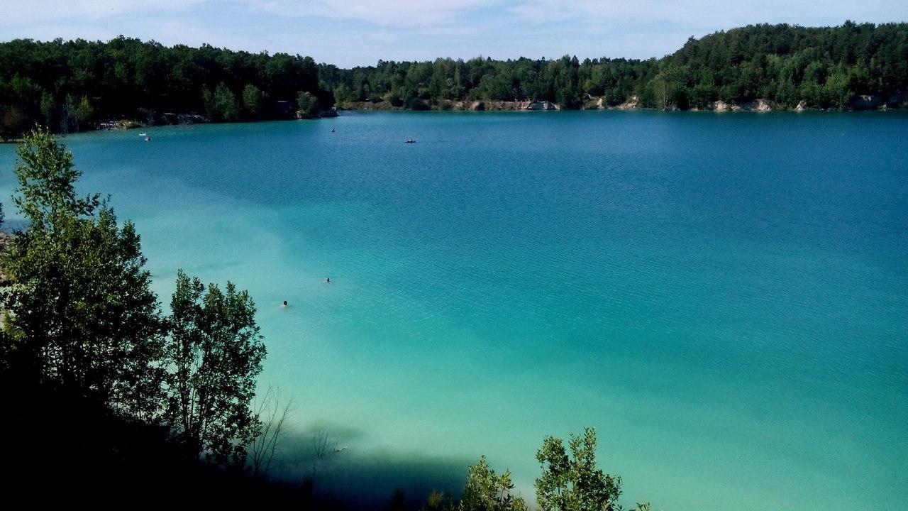 Загублений шматочок раю: озеро з блакитною водою, як на курортах Індонезії, заховалося поблизу Вінниці (Фото+Відео)