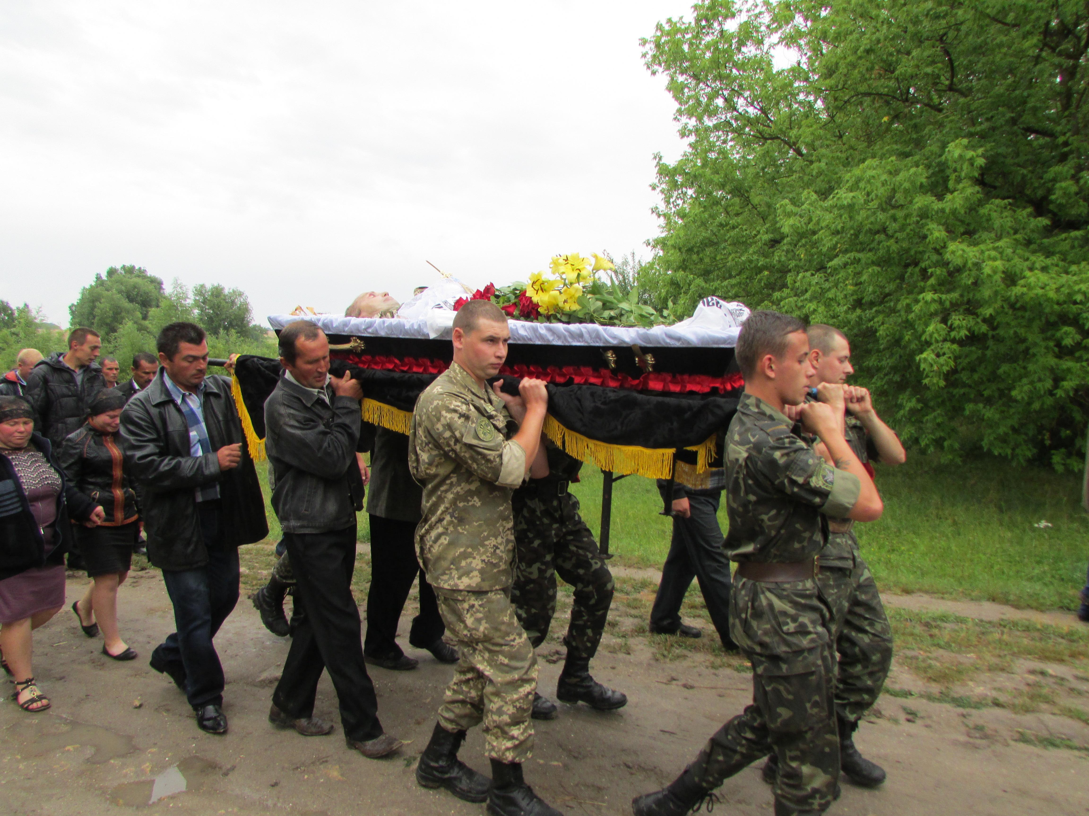 Трагедія в зоні АТО: боєць по п'яні застрелив мобілізованого із Вінниччини (Фото)