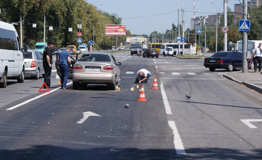 У Вінниці розстріляли автомобіль. Двоє чоловіків у лікарні (Фото+Відео)