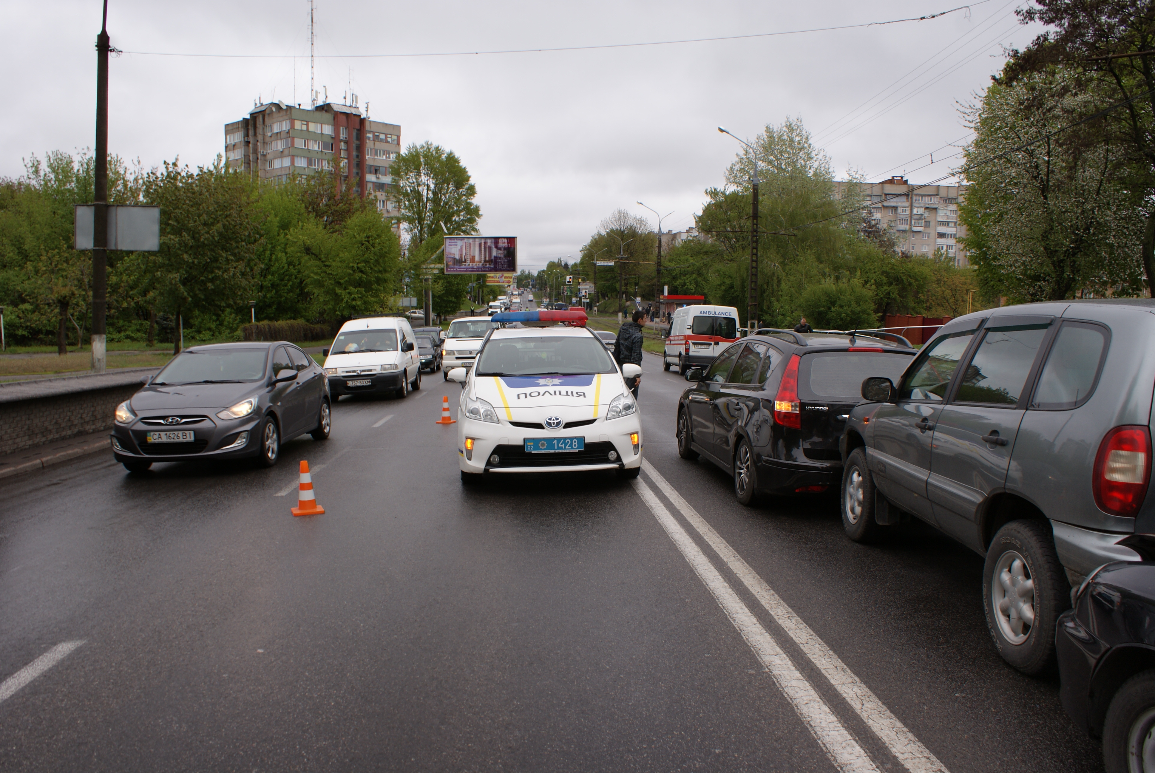У Вінниці півдесятка розбитих автомобілів утворили затори (Фото)