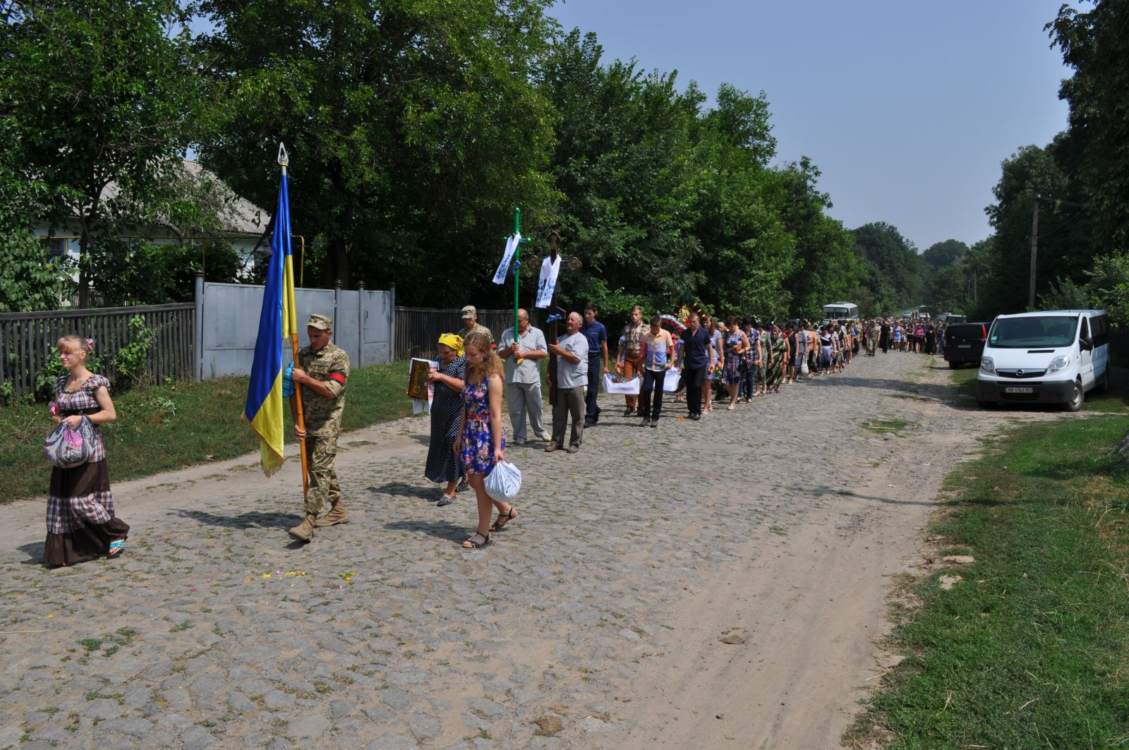 На Вінниччині провели в останню дорогу бійця, який загинув під час обстрілу околиць Маріуполя (Фото)