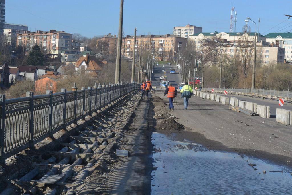 Мер Вінниці приїхав з інспекцією на ремонт Київського мосту (Фото+Відео)