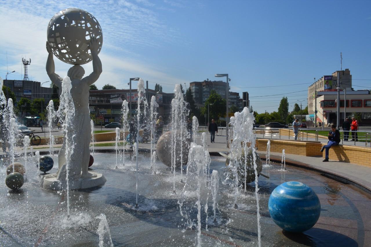 У Вінниці запустили фонтан планет. Найбільше новинка сподобалася дітям (Фото+Відео)