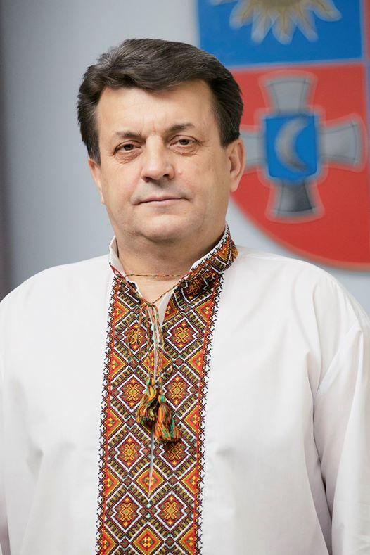 Голова Вінницької облради Анатолій Олійник також у національному атрибуті. a8c8abb063d5c