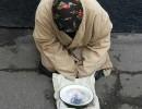 У Вінниці молода жінка прикидалася бабусею, аби випросити милостиню у перехожих (Фото)