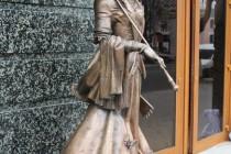 """У Вінниці встановили статую біля колишнього """"Вогнику"""" (Фото)"""