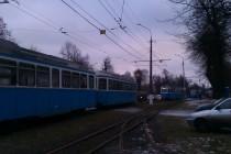 У Вінниці стояли трамваї через авто на колії