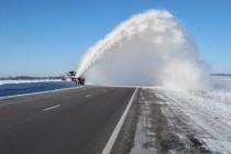 Дороги Вінниччини продовжують розчищати від снігу