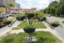 На проспекті Юності зявилися аналоги квітучих ствовбів з вулиці Соборної