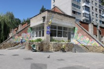 """В рамках проекту """"Розфарбуй буденність свого міста"""" юні митці прикрасили лікарню """"квітами"""" (Фото)"""