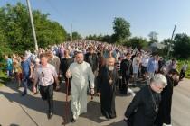 """На Вінниччині люди пройшли хресною ходою до """"Калинівського чуда"""" (Фото)"""