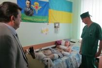 Поранені бійці, які лікуються у Вінницькому військовому госпіталі, дякують Богу, що залишилися живі (Фото+Відео)