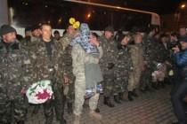 """До міста повернулися бійці батальйону територіальної оборони """"Вінниця"""". Як їх зустрічали вдома (Фото+Відео)"""
