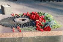 Представники влади поклали квіти до Меморіалу Слави (Фото)