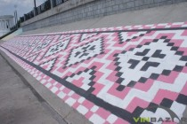 Набережну Roshen прикрасили великим українським орнаментом (Фото+Відео)