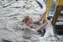 Водохреща 2017 у Вінниці: люди вишиковувалися в черги, аби зануритися в цілющу воду (Фото)