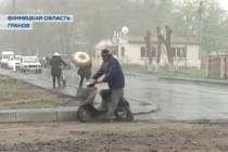 На Вінниччині люди зібрали 4 мільйони гривень, щоб побудувати сільську дорогу (Відео)