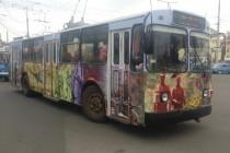 """У Вінниці оновили """"афганський"""" тролейбус. Додали сюжети з АТО (Фото)"""