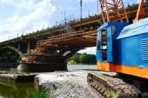 4 місяці ремонтують Київський міст: що вже зробили та, як виглядає переправа сьогодні (Фото+Відео)