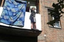 На Вінниччині дитина ледь не випала з балкону (Фото)