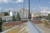 У Вінниці екстремали видерлись на дах будинку, щоб помилуватись містом (Відео)