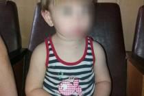 У Вінниці 2-річний малюк блукав містом, доки його старший брат спав