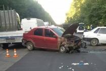 Через невдалий обгін автомобіля вінничанка опинилась у лікарні та прихопила з собою ще двох людей (Фото)