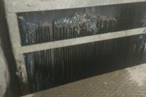 На очисних спорудах у Сабарові виловлюють телефони, гроші та презервативи (Фото+Відео)