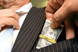 Посадовця виконавчої служби затримали на хабарі в 45 тисяч грн