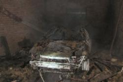 На Вінниччині згорів автомобіль та гараж (Фото)