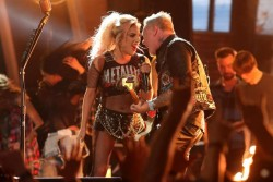 Леді Гага і Metallica влаштували шалений виступ на Греммі