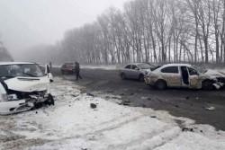 На Вінниччині сталась жахлива троща кількох авто. Шестеро людей в лікарні (Фото)