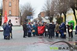 У Вінниці комуністи зібралися на покладання квітів (Фото)